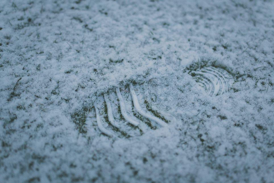 Las aceras durante los inviernos se convierten en verdaderos laboratorios de intercambios energéticos. Foto de Paul Green en Unsplash