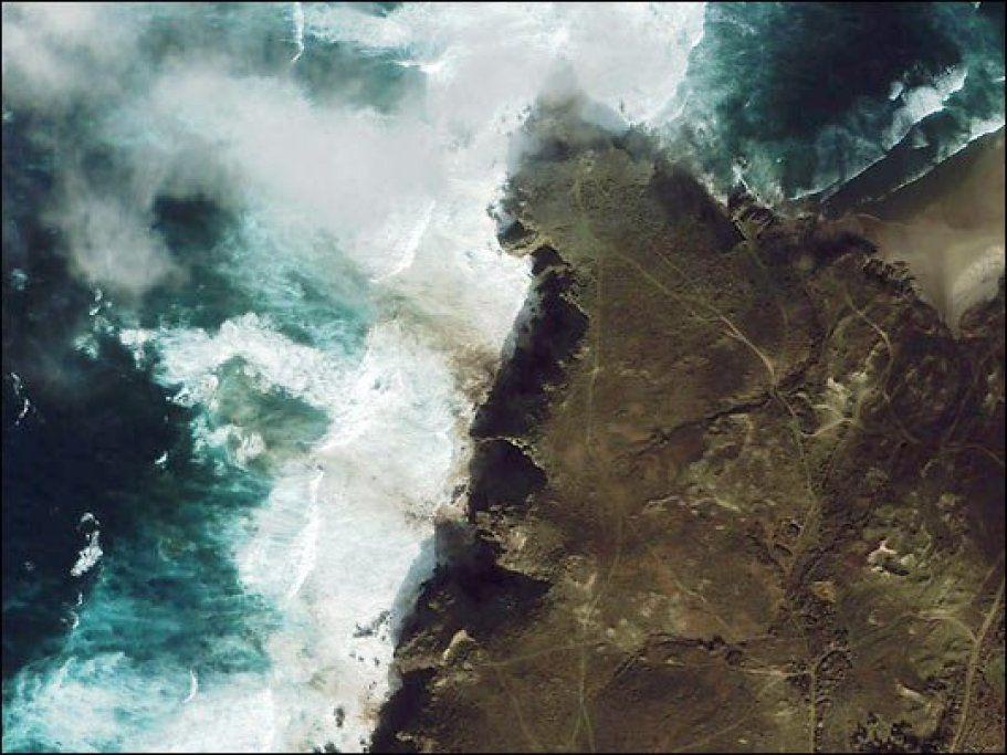 La Marea Negra Generada Por El Prestige Se Ha Abrazado A Las Costas Gallegas: Fotos Del Radarsat E Ikonos