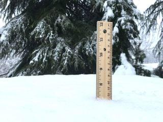 ¿Cómo se mide la nieve caída?