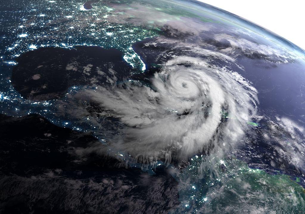 Huracán en Océano Atlántico de noche