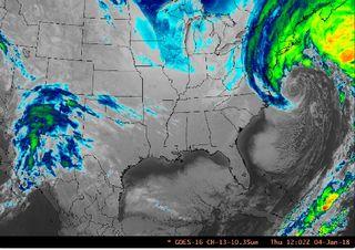 La superborrasca invernal Grayson y su ciclogénesis explosiva en la costa este de los Estados Unidos