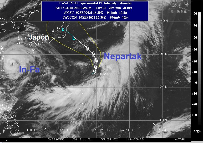 Image infrarouge de la zone au 24 juillet 2021 à 03h30 UTC montrant les deux systèmes tropicaux : le typhon In-fa, qui se dirige vers les côtes chinoises, et la tempête tropicale Nepartak, au sud-est du Japon