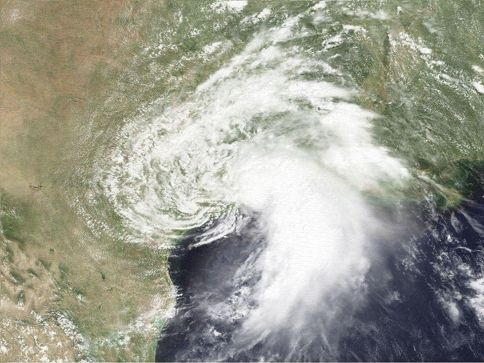 El huracán Cosme cruzó el territorio mexicano y llegó a la cuenca del Atlántico para convertirse en la tormenta tropical Allison.