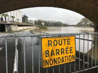 Landes : plusieurs cours d'eau en crue, des dizaines de routes coupées