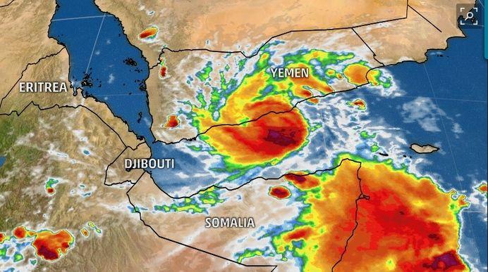 Langostas, Lluvias Torrenciales Y Ciclones Tropicales