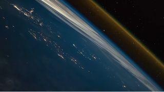 Lanzamiento de un cohete visto desde la Estación Espacial Internacional