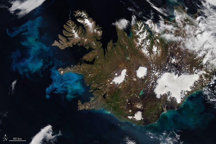 Imagen de MODIS en el satélite Aqua. Ver texto para detalles