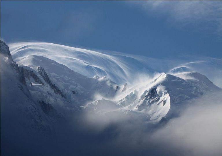 Viento blanco en la montaña