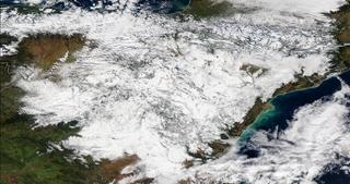 Las fuertes nevadas cubren gran parte de España peninsular
