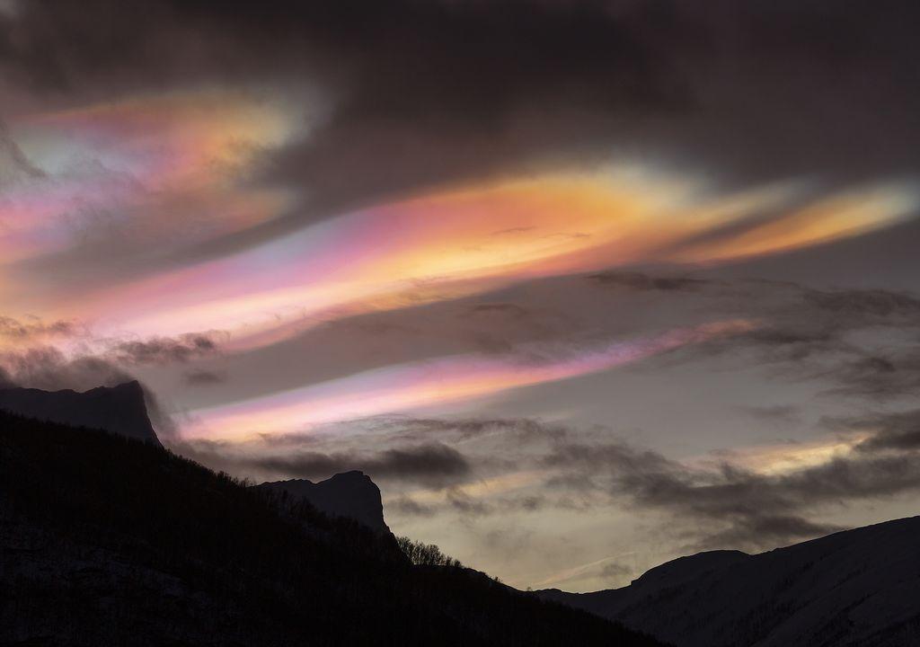 Nubes estratosféricas polares, en las latitudes altas del hemisferio norte.