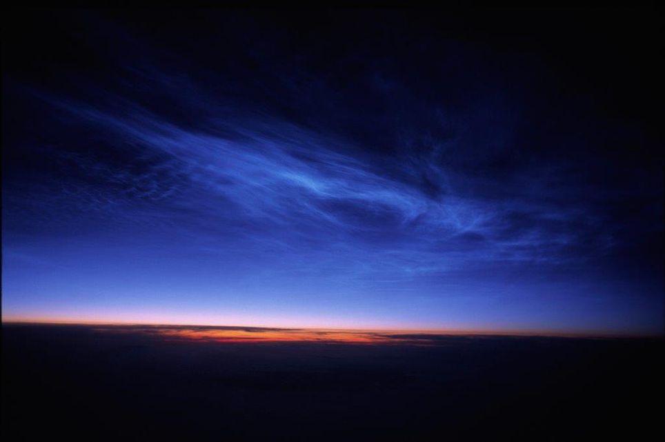 Nubes noctilucentes en el crepúsculo