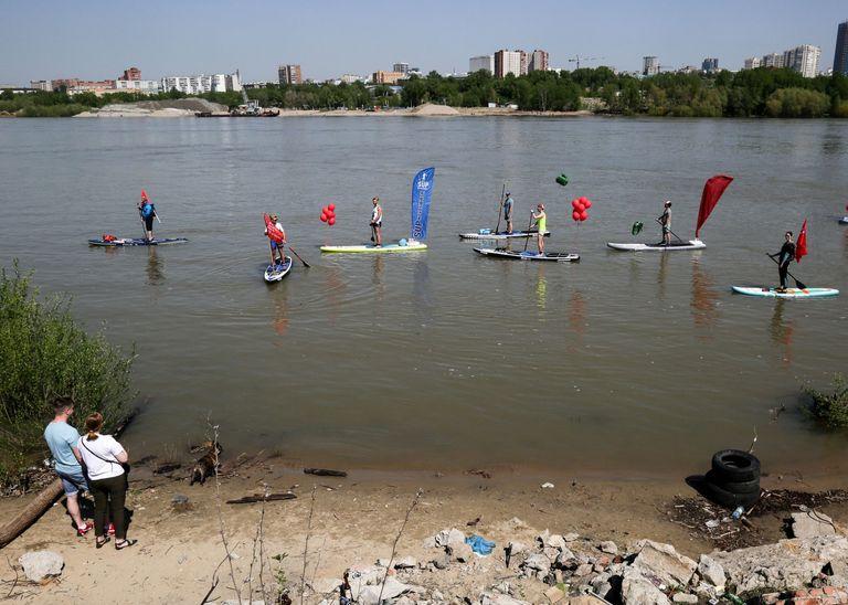 Surfistas en el río Obi