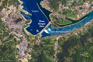 Las presas de Yangtze sueltan agua por las lluvias monzónicas