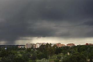Siguen los avisos por tormentas: lluvias fuertes y tuba ayer en Ávila