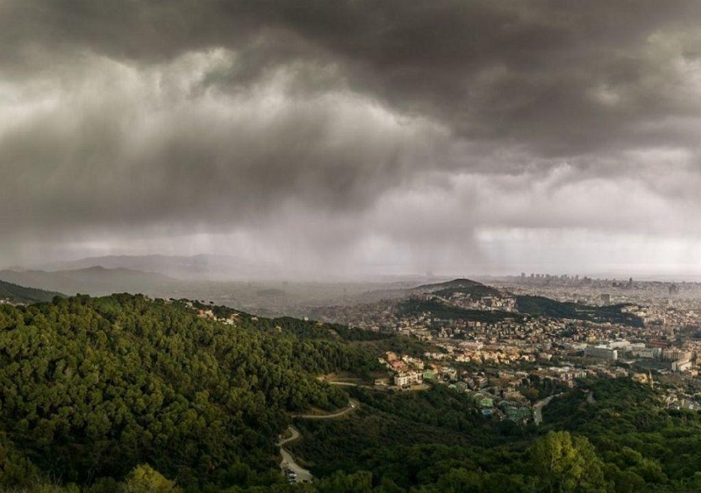 Tormenta llegando a Barcelona des de Collserola (Alfons Puertas. Observatori Fabra)