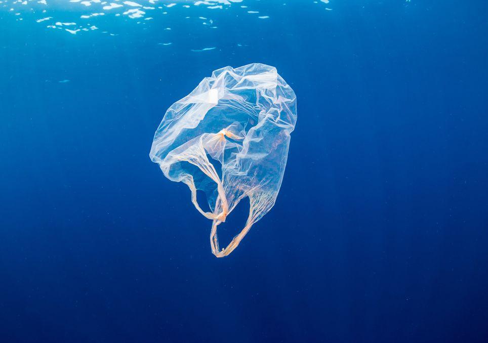 Sac plastique transformé en tissu