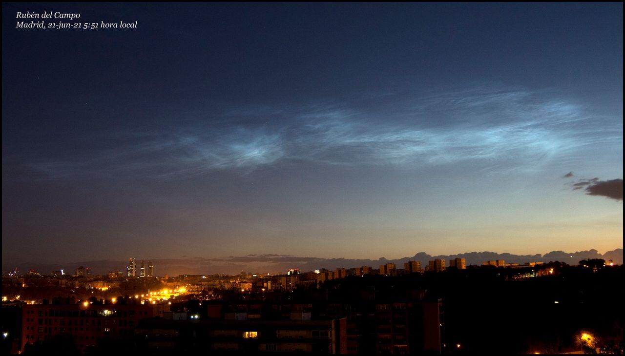 Los raros avistamientos de nubes noctilucentes en España