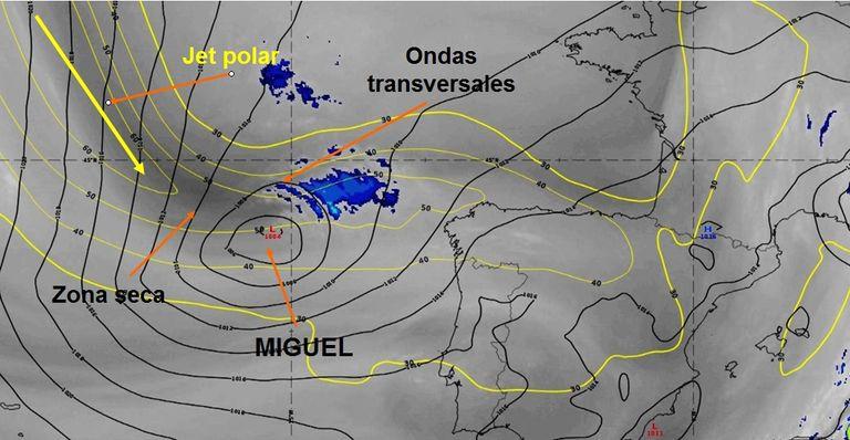 Imágenes de vapor de agua e infrarroja realzada junto a los campos de isotacas y presión en superficie de las 03 UTC 6 de junio de 2019