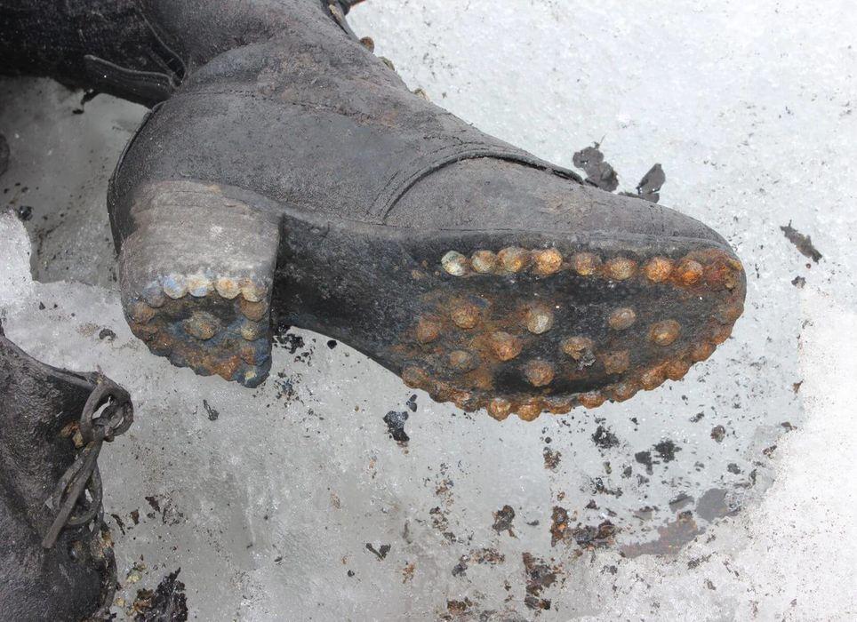 El derretimiento de los glaciares revela regularmente restos humanos y objetos pertenecientes a personas desaparecidas. Fuente: Policía del cantón de Valais, Suiza.