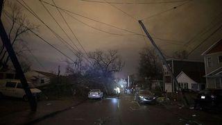 Los tornados dejan ya 25 muertos en el centro de Tennessee