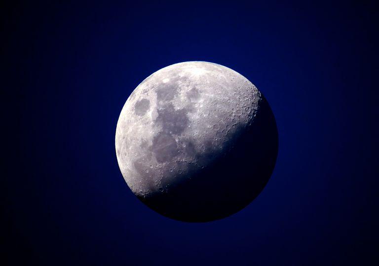 Lua Azul no Halloween