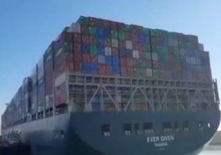 Pleine lune : clé de la libération du navire dans le canal de Suez