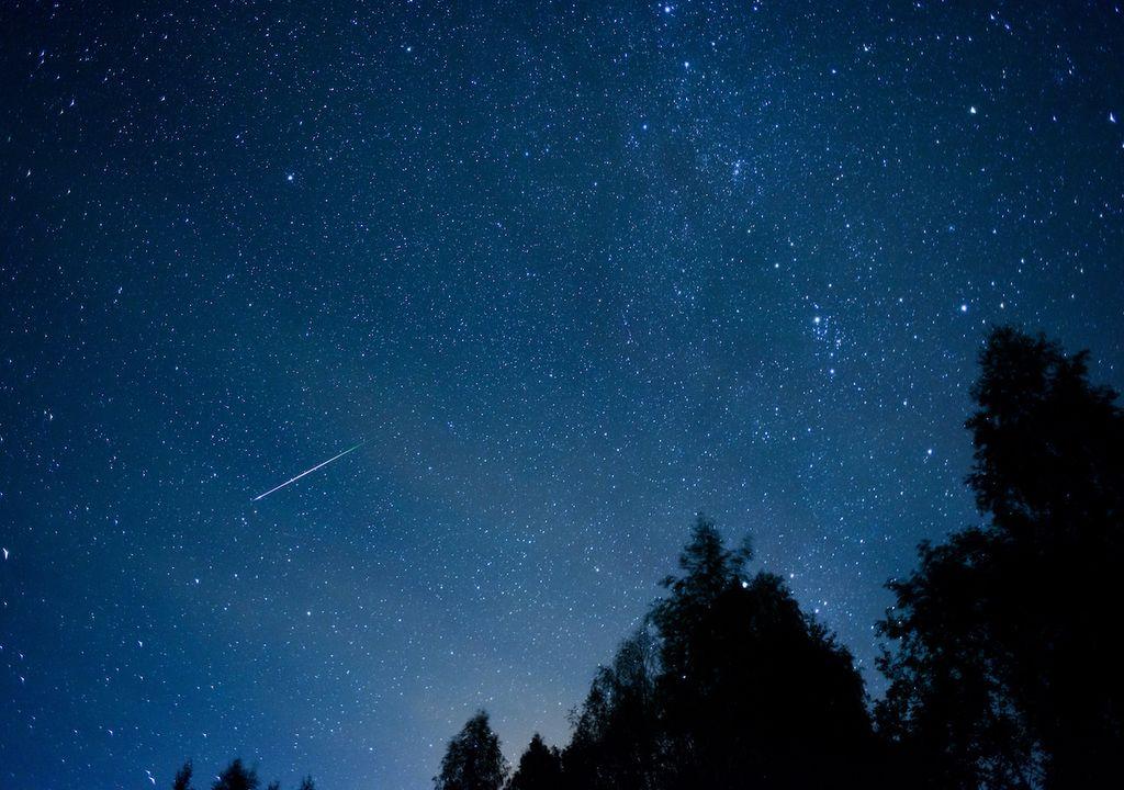 Lyrids shooting star.