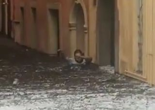 Maltempo, strade come fiumi a Verona: ecco i video