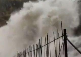 Maltempo in Spagna e Portogallo per la tempesta Barbara: i video