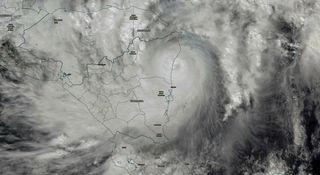 Mares más cálidos hacen huracanes más fuertes durante más tiempo