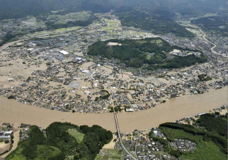 Son varias las zonas inundadas en Kumamoto después del desbordamiento del río Kuma. Fotografía: NHK