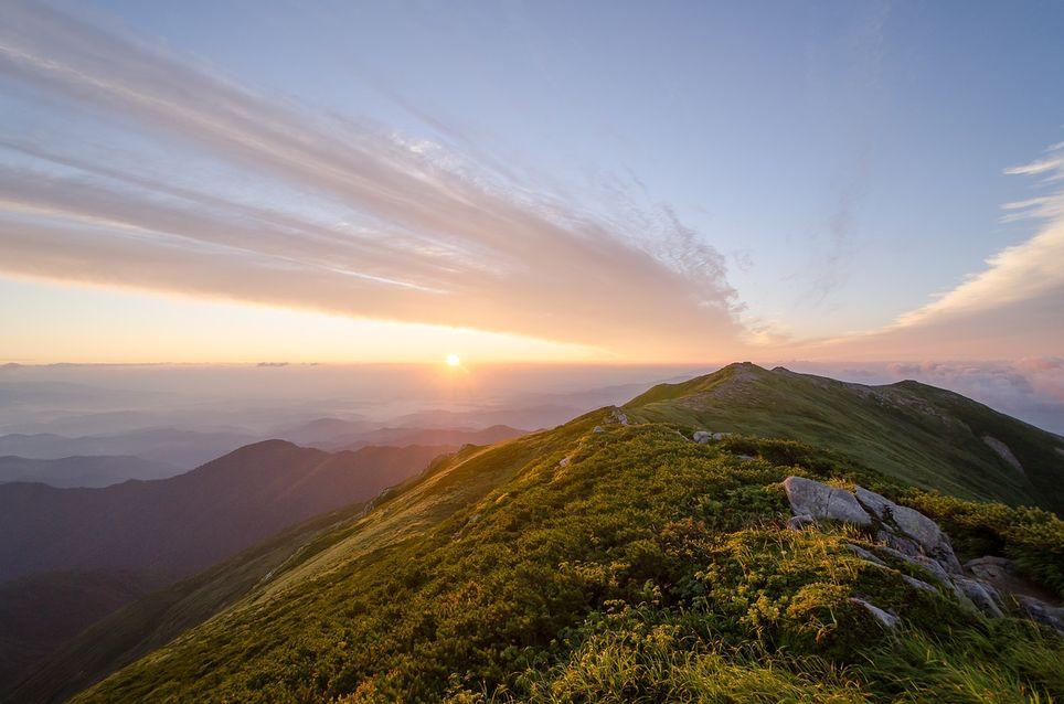 soleil montagne nuages