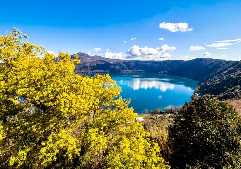 In foto: lago vulcanico di Albano a pochi chilometri da Roma