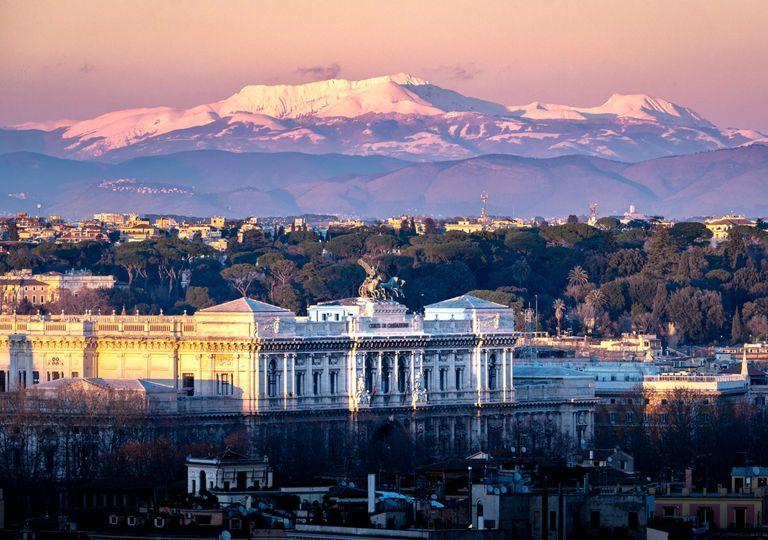 Vista del Monte Terminillo dalla terrazza del Gianicolo a Roma