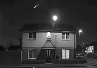 "Meteor ""fireball"" dazzles UK night sky in videos"
