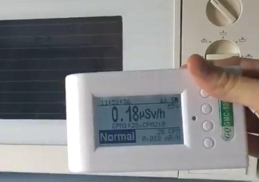 Vídeo viral: ¿es más radioactivo un microondas o un reloj despertador?