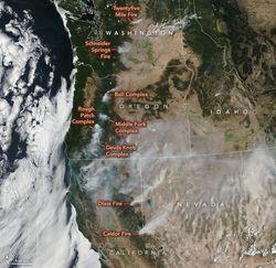 Arco de fuegos en el oeste de EE.UU.