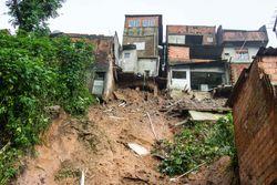 Chuva forte, deslizamentos de terra e mortes em Mauá