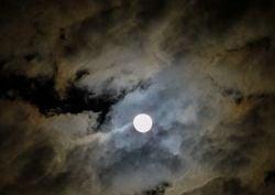 Eclissi e superluna, riusciremo a vederla o il cielo sarà nuvoloso?