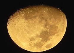 """El """"asa de oro"""" de la Luna"""