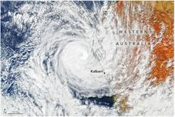 El raro ciclón tropical Seroja golpea zonas de Australia