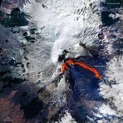 El volcán Etna de cerca: entra en erupción