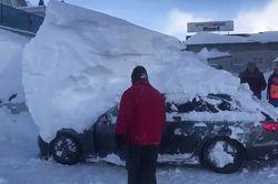 Europe centrale : des voitures ensevelies sous plusieurs mètres de neige