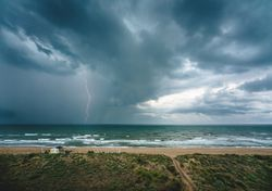 Fin de semana de tormentas y ojos puestos en dos ciclones tropicales