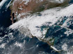 Frente frío no.44 seguirá generando lluvias en México