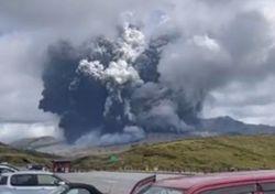 Giappone, improvvisa eruzione del vulcano Aso: i primi video!