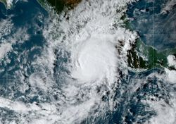 Huracán Rick apunto de impactar Guerrero y Michoacán