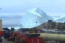 Iceberg deixa uma aldeia na Groenlândia em alerta