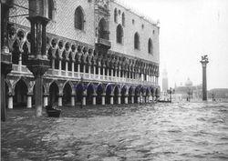 La storica acqua alta del novembre 1966 a Venezia