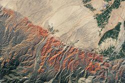 Las rocas rojas y las crestas arcoíris de China